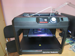 Новинка выставки CES 2014 в Лас-Вегасе 3D принтер MakerBot Replicator (5th Generation)